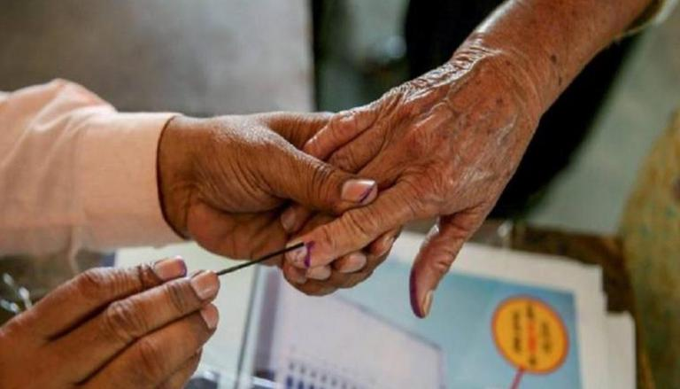 man putting ink mark on voters hands